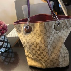 159e347e5907 Women Old Style Gucci Handbags on Poshmark